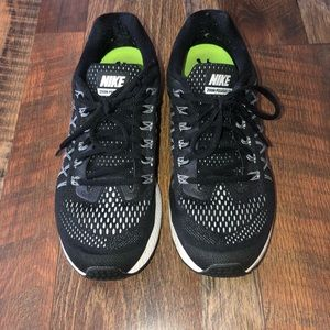 Nike Women's Zoom Pegasus 32 Sneakers